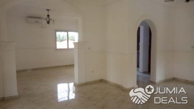 Villa de 03chambres,02toilettes,dependansces en studios et chambres ...
