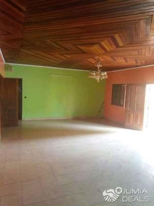 Awaii Villa 5 Chambres 4 Douches 1 Cuisine 1 Salon Salle A Manger Placard    Cameroon
