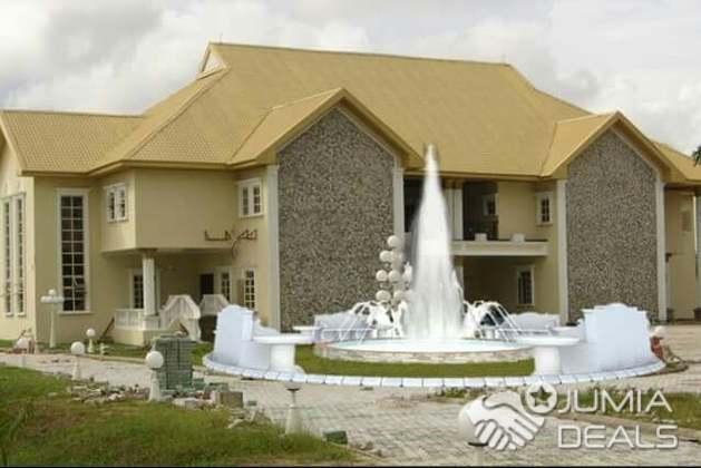 Water Fountain Front Yard Design   Nigeria